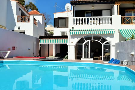 Las Americas Villa, private pool, hot tub for 12 - Arona