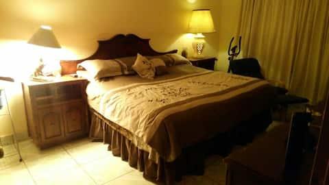 Habitaciones o casa amplia, muy fresca y agradable