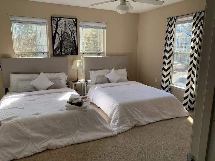 Gorgeous Room with 2 Full beds in NW Tallahassee