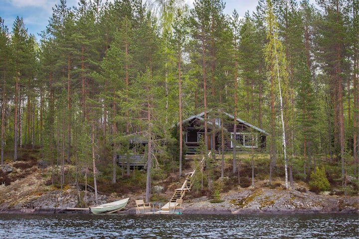 Kalliomökki - Raudanniemi (cottage by the lake)