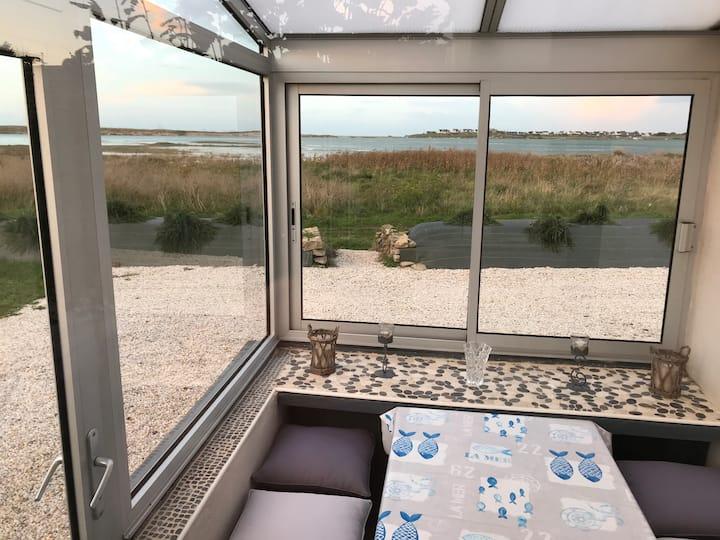 Petite maison les pieds dans la baie de Kernic