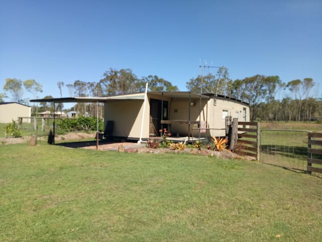 Self-Contained Cabin in Beautiful Rural Setting - Howard - Cottage