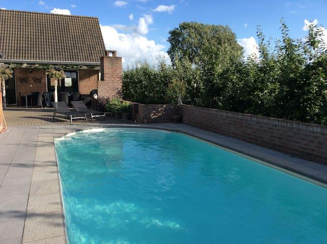 Gezellige vakantie woning  met zwembad