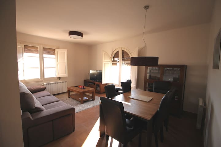 3 Bedroom Market Square View Flat - Cardona - Appartement