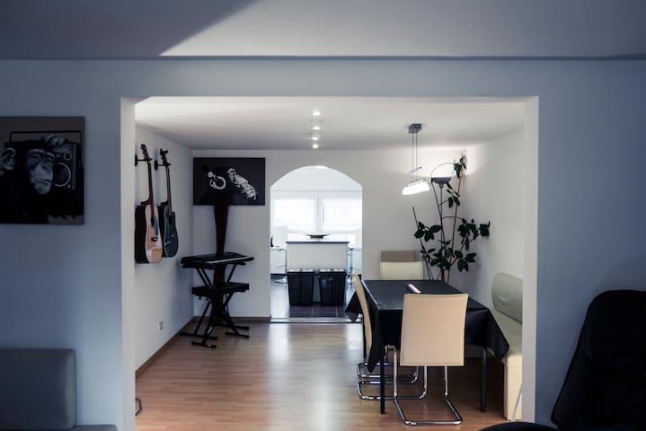 Zimmer im Tonstudio mit Bad en Suite - Sonnenbühl - Huis