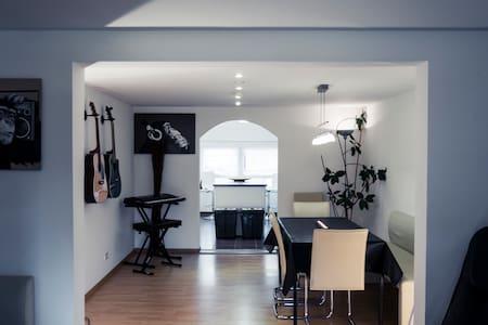 Zimmer im Tonstudio - Sonnenbühl - Rumah