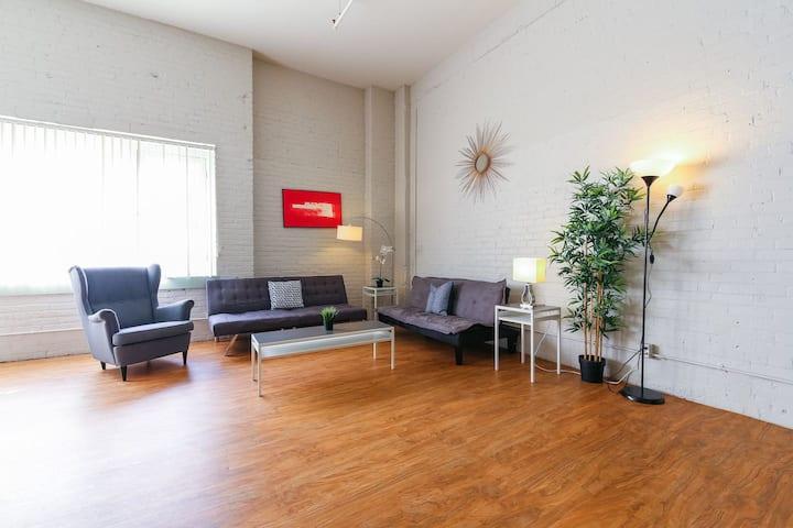 Downtown Denver 2BR Apartment | Open Plan