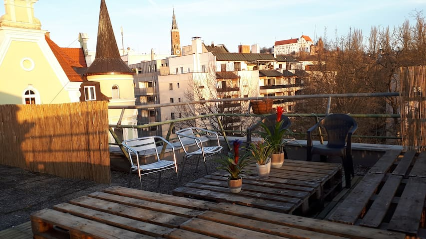 Zimmer mit Terrasse und Aufzug - Landshut - Apartamento