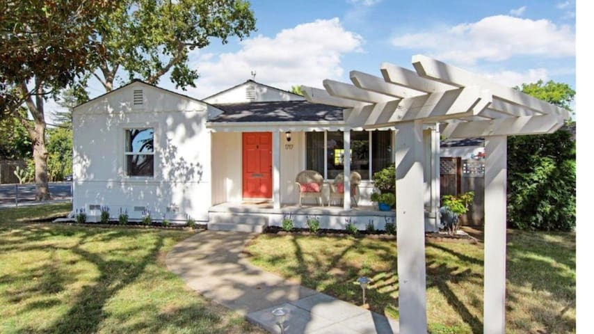 Charming Napa Home, walk to downtown!