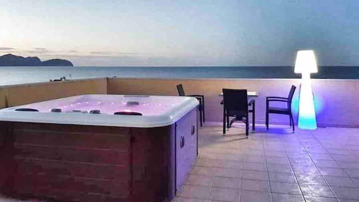 Apartamento con Vistas al mar, Jacuzzi y solárium
