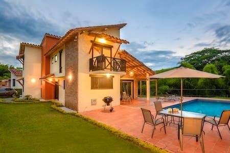 Hermosa Villa Kiara en Fincas Panaca Jaguey 11