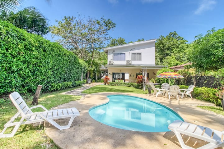 New listing! Beautiful dog-friendly beach-house with private pool and tv lounge!