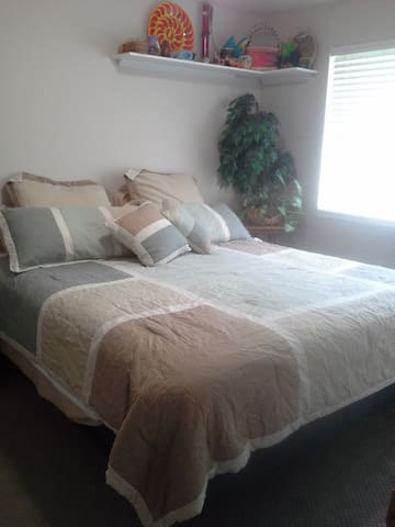 Cozy Quiet Room King Bed - Pocatello - Huis