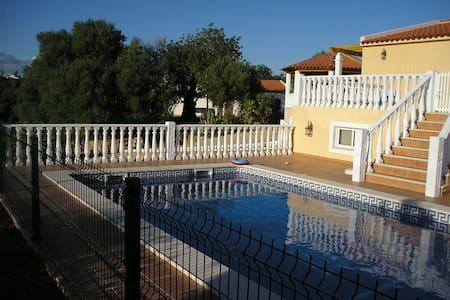 Villa a 3 km de la playa en entorno privilegiado - Pêra - 별장/타운하우스