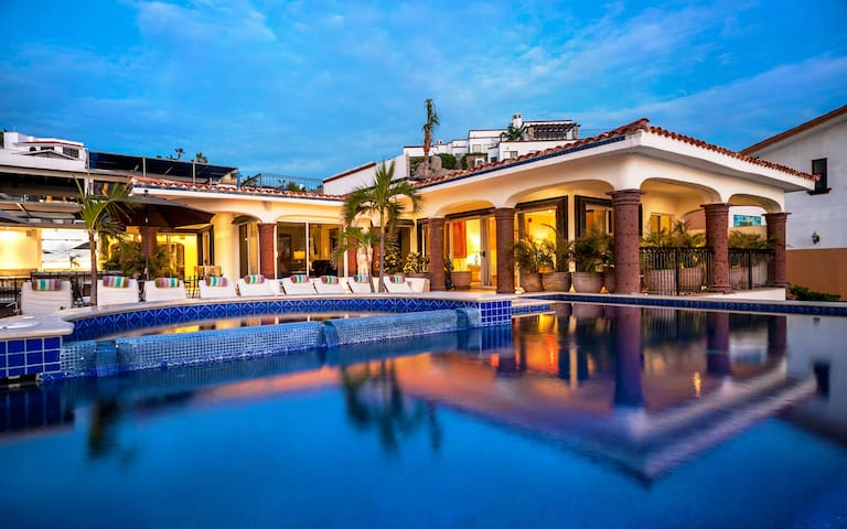 Casa Theodore