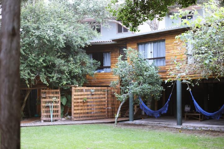 Ipanema: ampla suíte privada em nosso jardim