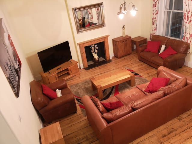 Stunning spacious apartment in town centre