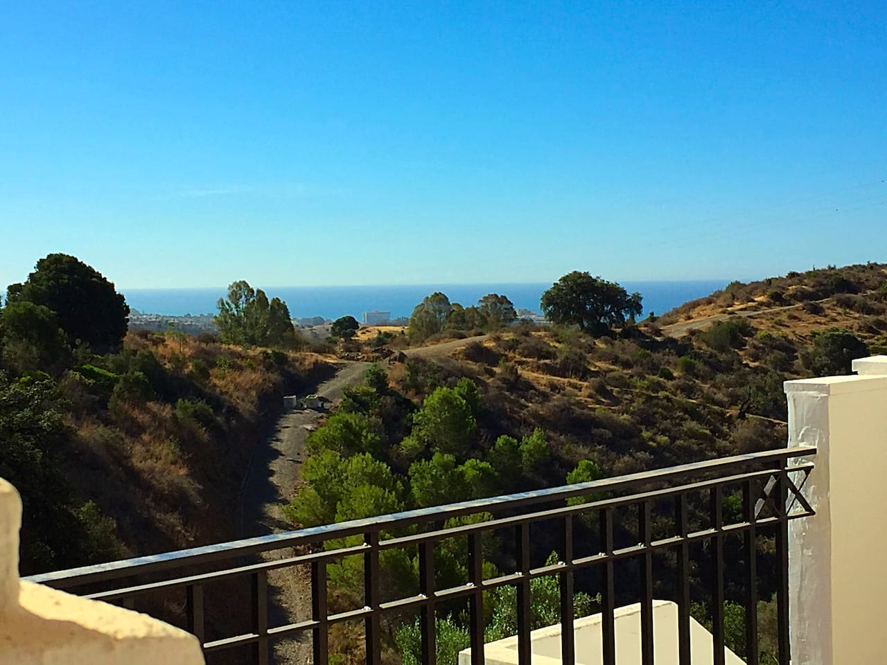 Atemberaubender Meerblick von der Terrasse der Feroemwohnung in Marbella.
