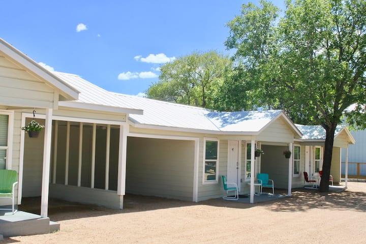 River Trail Cottages-Motor Court 4