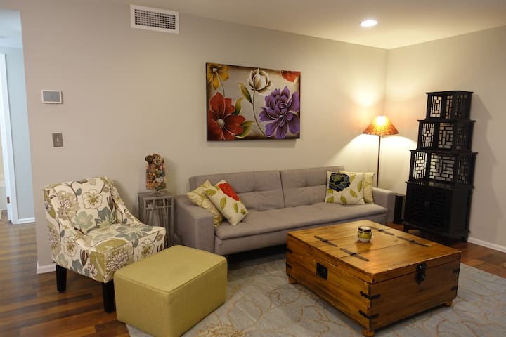 Furnished Cap Hill apt for 3, 6, 9, or 12 months