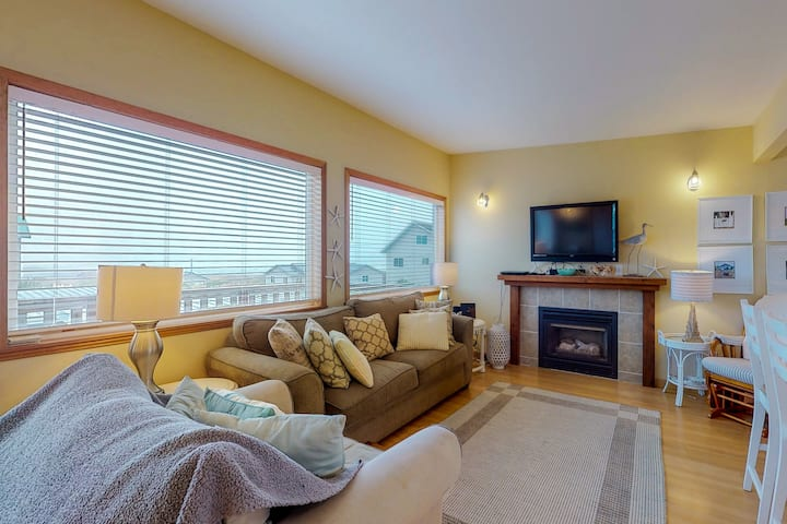 Oceanview and dog-friendly home with fenced yard - dig for clams!
