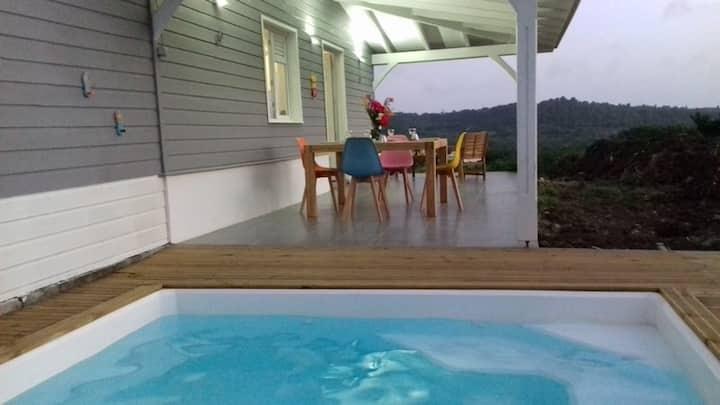 Maison F3 avec piscine privée et sdb originale