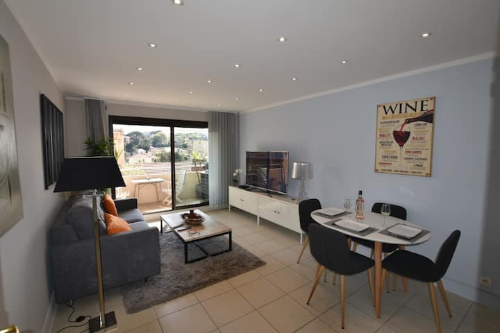 SUPERB STANDING 2P FLAT WITH TERRASSE CITY CENTER