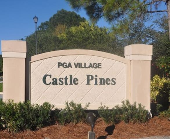Exceptional 3B townhouse in PGA Village