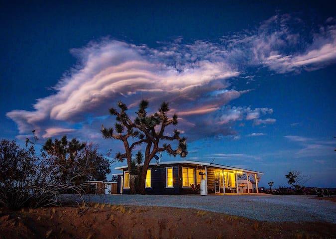 Sunset Cloud,Quiet Desert