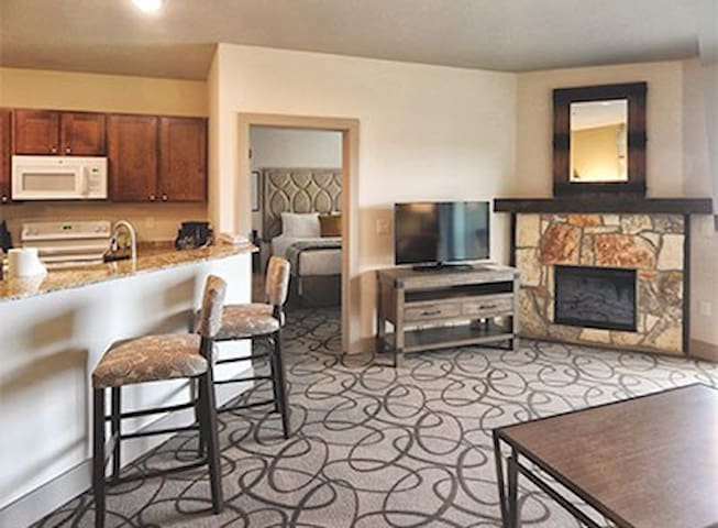 Hunt/Stablewood Springs One-Bedroom Condo