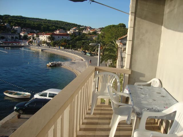 One bedroom apartment with terrace and sea view Sumartin (Brač) (A-2953-c)