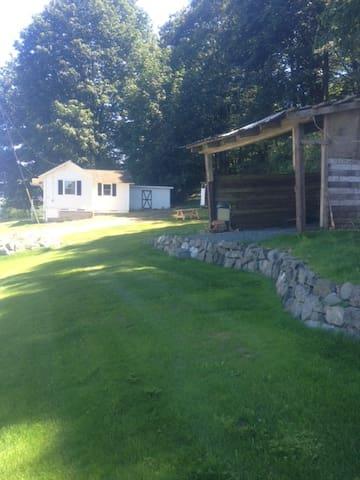 "Lyon's Den on Hagen Farm~Take a ""haycation""! - Snohomish"