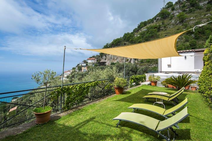 Amalfi Coast | Panoramic garden with sea view