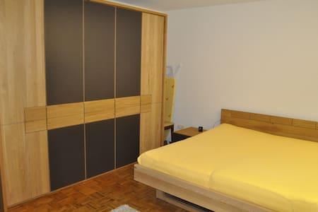 Zimmer in beliebtem Wohnviertel - Hof