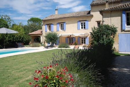 Chambres mas provencal petit paradis vers Avignon