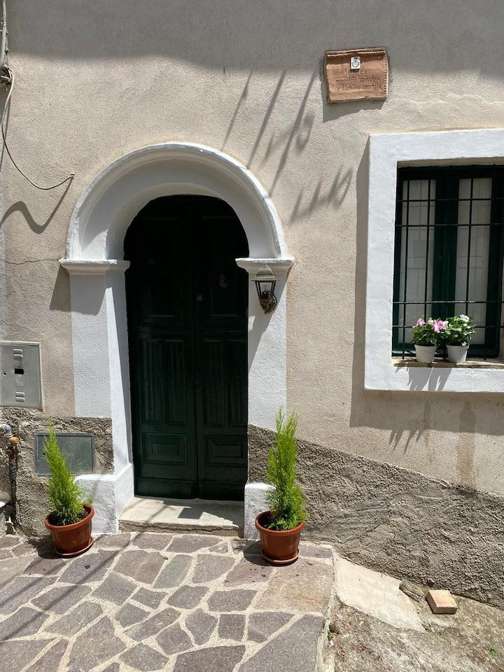 Le case nel borgo Crucoli2