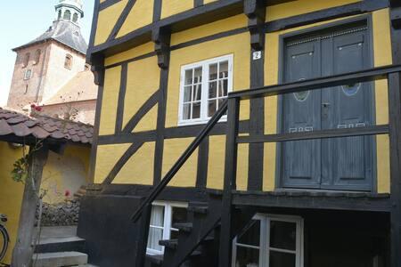 Fredet lille Byhus i Hjertet af Svendborg.