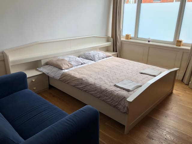 Spacious Room 15 minutes from Amsterdam Central