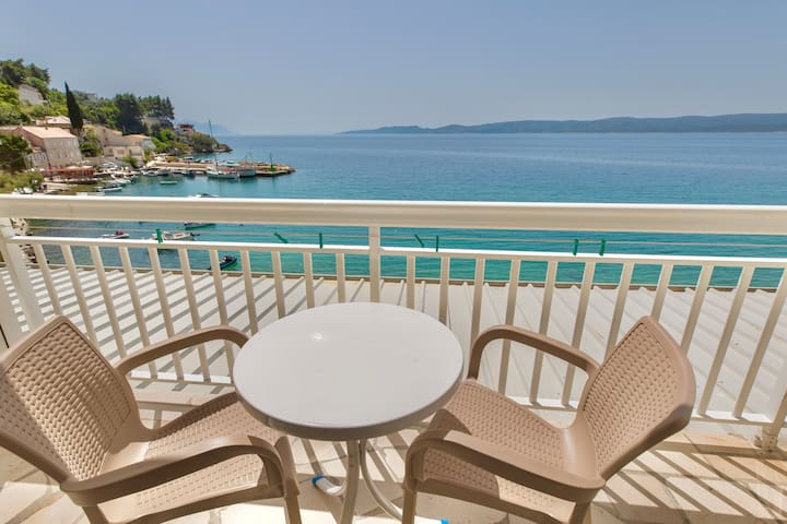 The balcony overlooking the beach and the harbour. The island Brač can be seen in the background.