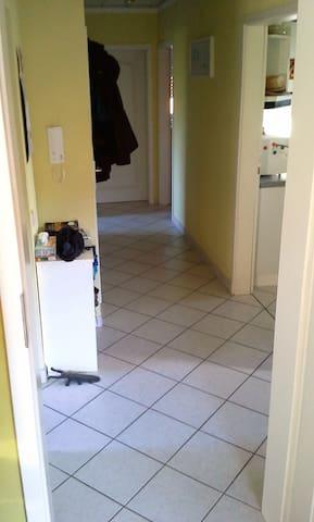 Messezimmer / Privatzimmer im Grünen, bahnhofsnah - Wedemark - Apartment