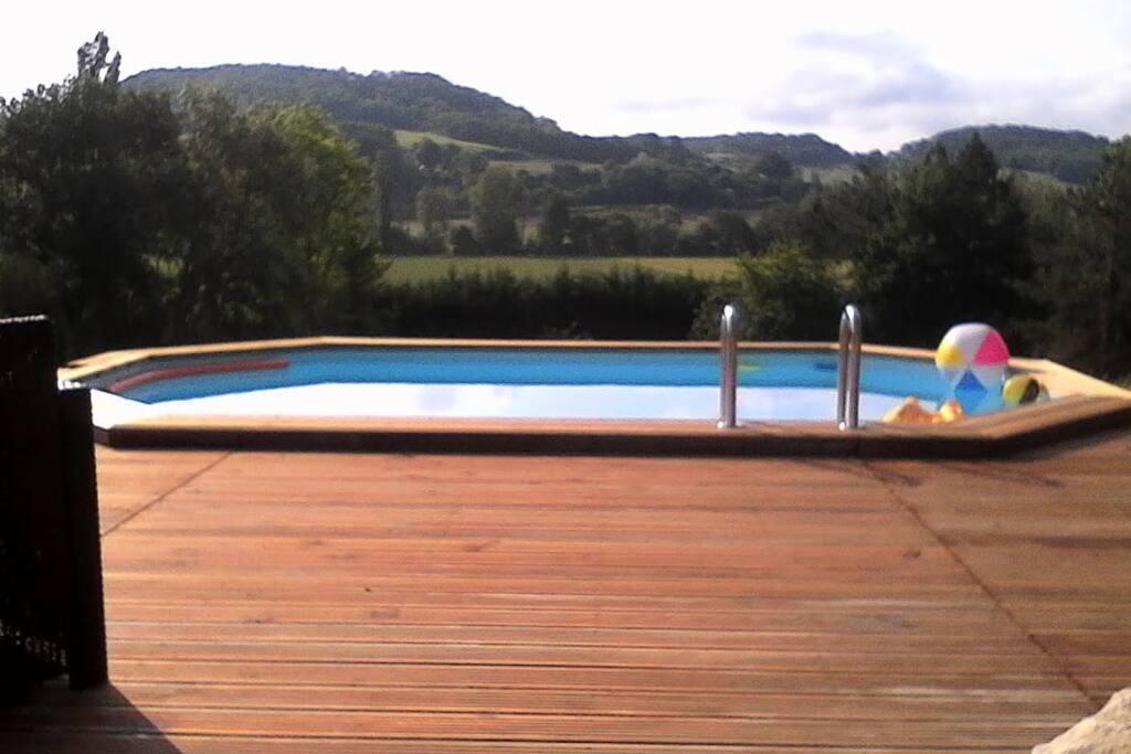 Vue depuis la terrasse de la piscine