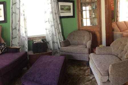 Cozy Cottage with Loft/Sleeps 6 - 不伦瑞克(Brunswick)