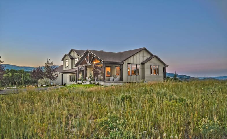 New 5 Bedroom Home In Park City