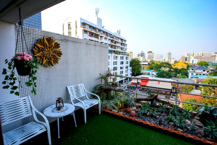 Bright Studio w Private Sky Garden in ARI - Bangkok