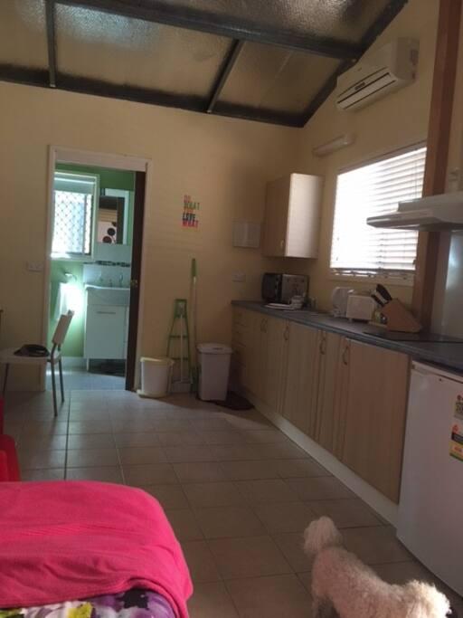 Kitchen Lounge separate bath