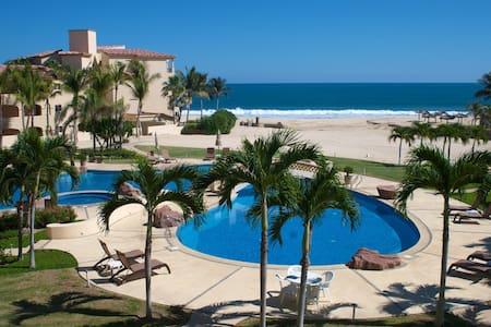 Luxury Beachfront Condo with Spectacular Views - San José del Cabo - Társasház
