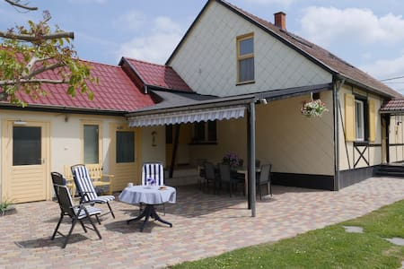 Grote familiewoning met ruime tuin en zwembad
