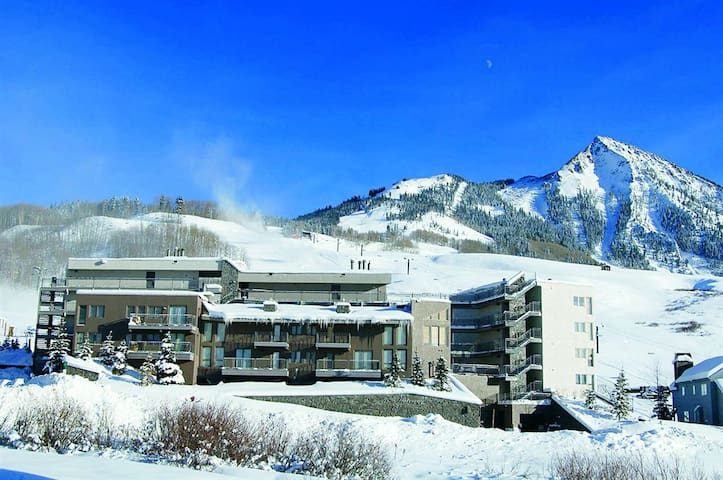 Super Ski in and out 2 Bdrm Condo!
