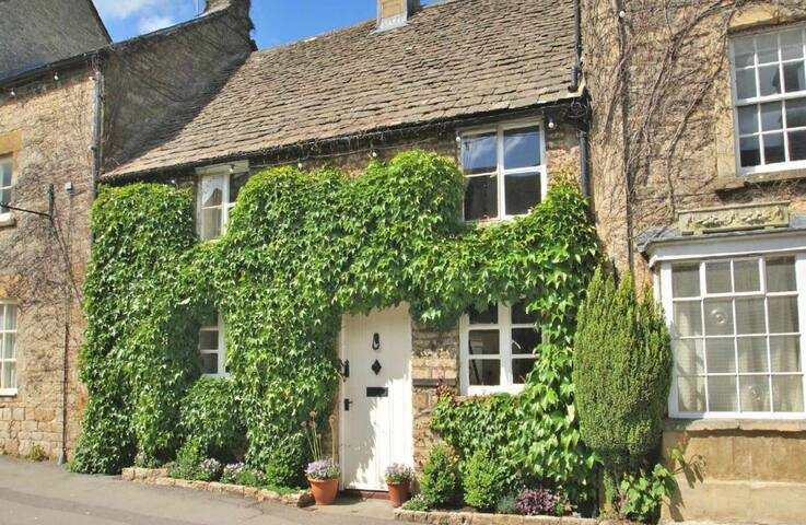 Whitsun Cottage, Stow-on-the-Wold