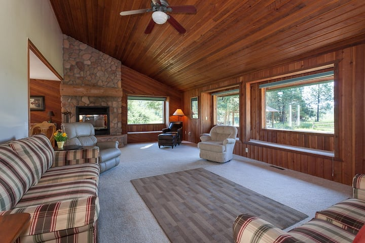 Flathead Guest House - Paradise in the woods